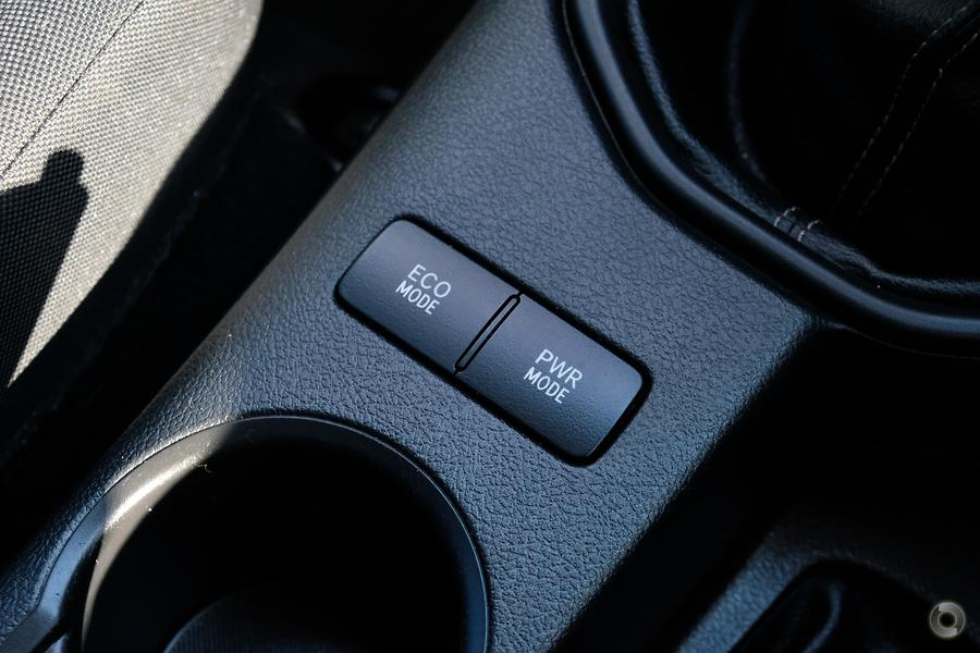 2017 Toyota Hilux SR GUN126R