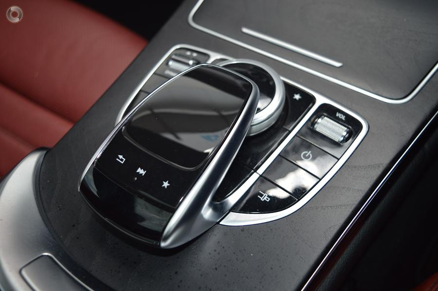 2016 Mercedes-Benz C300  C205