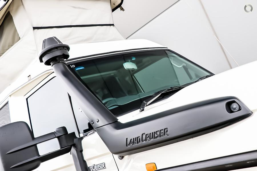 2011 Toyota Landcruiser Troopcarrier Challenger