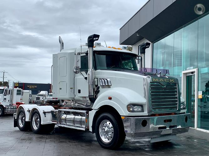 2009 Mack SUPERLINER