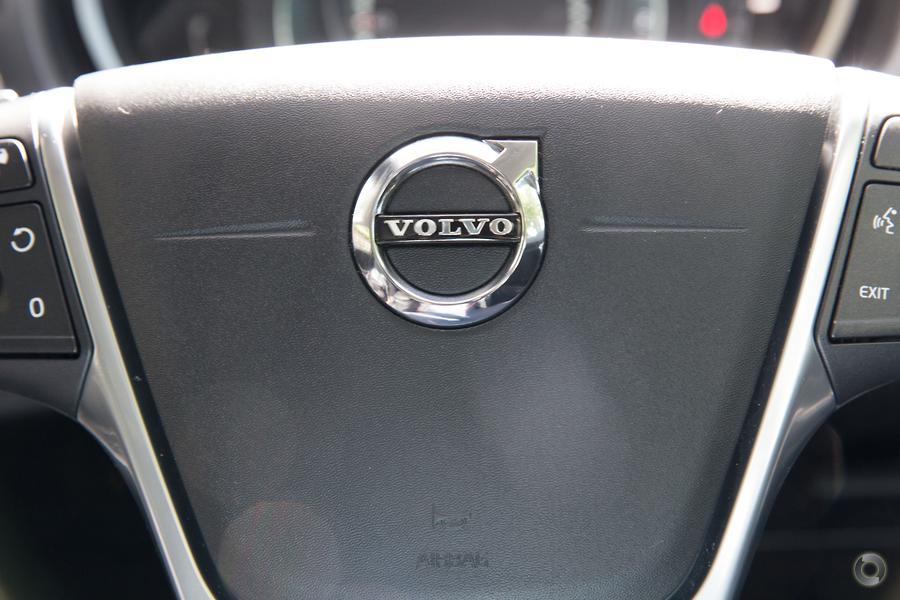 2017 Volvo V40 Cross Country T5 Inscription (No Series)