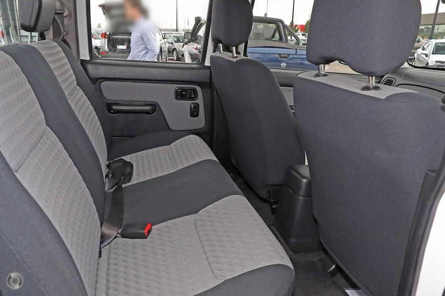2015 Nissan Navara ST-R D22