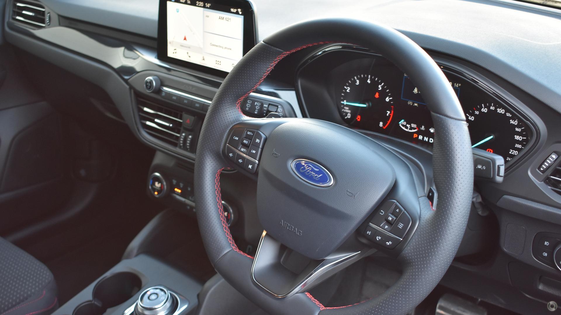 2018 Ford Focus ST-Line SA