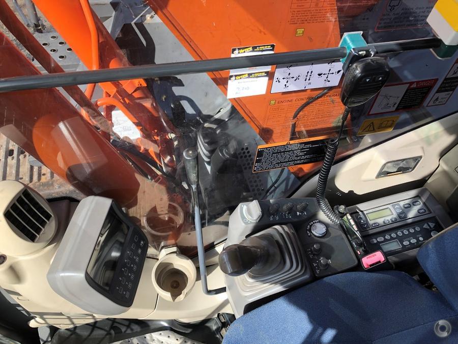 2014 Hitachi ZX135US 3