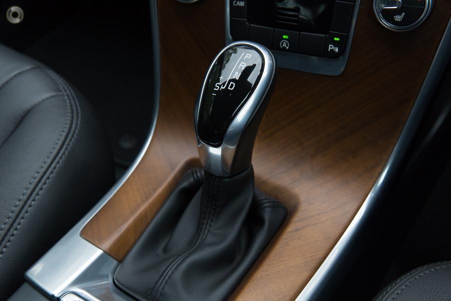 2015 Volvo XC60 D4 Luxury (No Series)