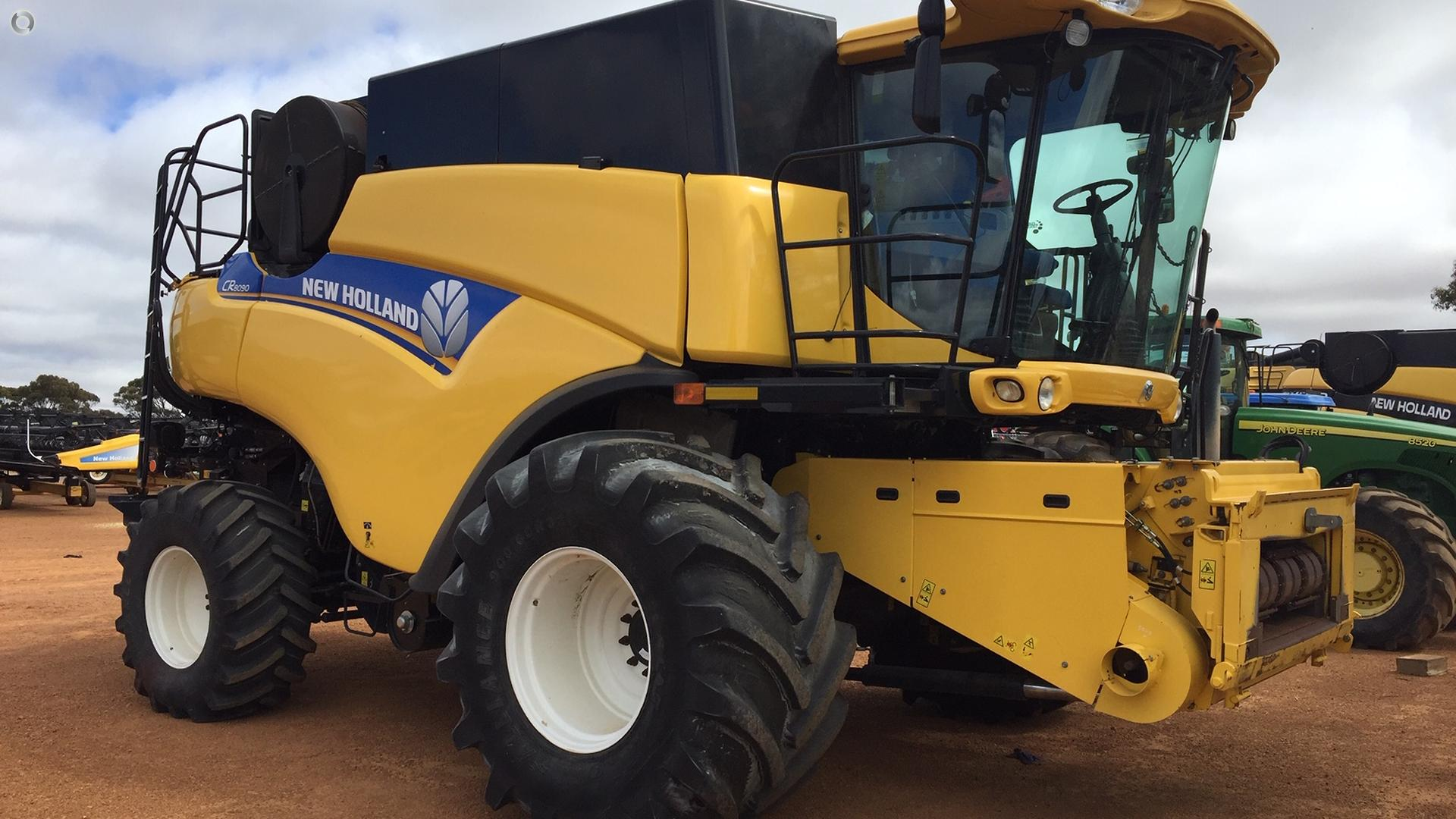 2013 New Holland CR8090 Combine Harvester