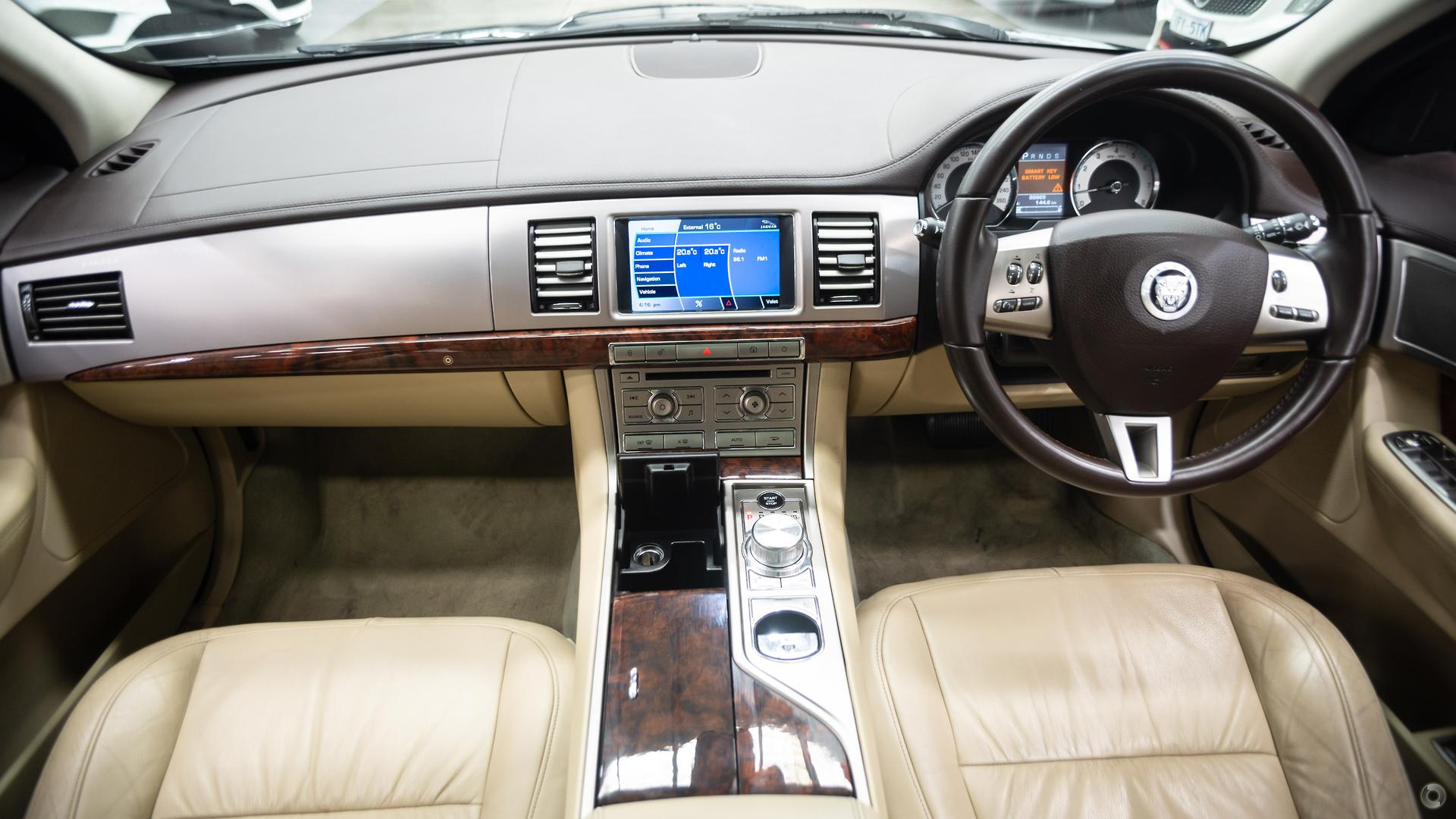 2010 Jaguar XF Luxury X250