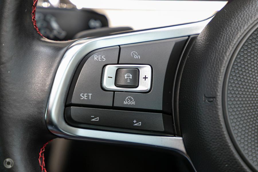 2017 Volkswagen Golf GTI Performance Edition 1