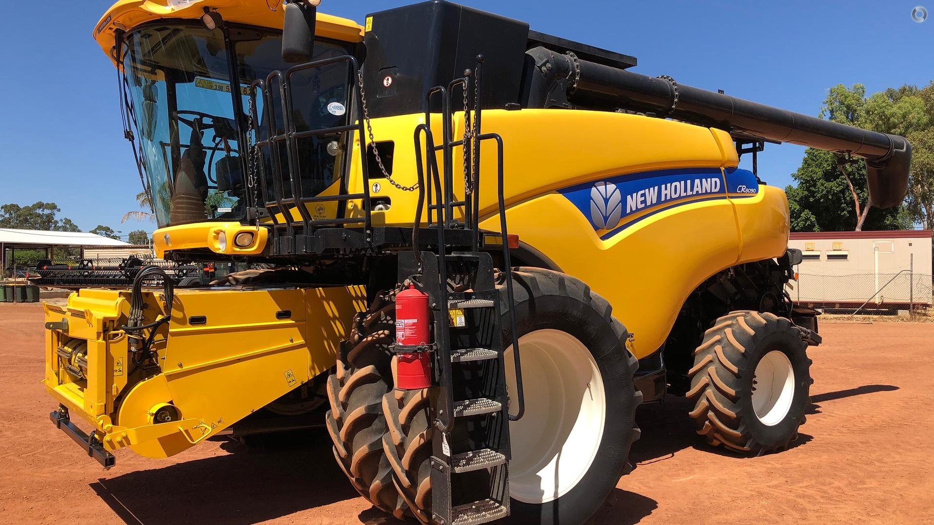 2012 New Holland CR8090 Combine & 94C Front