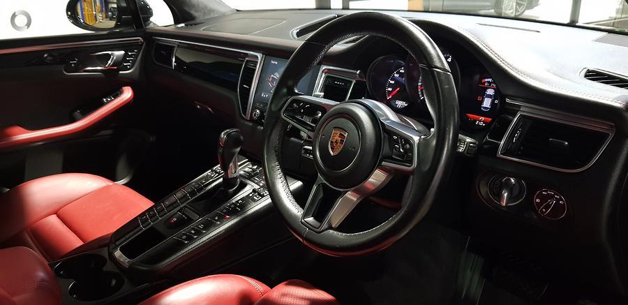 2016 Porsche Macan Turbo 95B