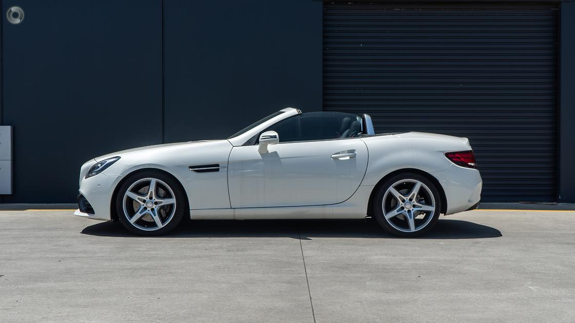 2016 Mercedes-Benz SLC 300 Roadster