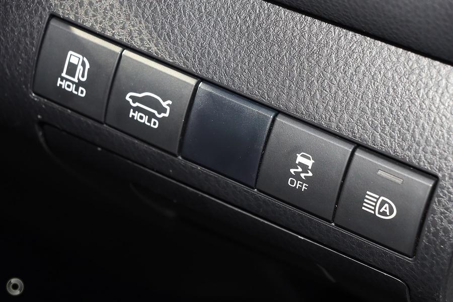 2019 Toyota Camry SL GSV70R