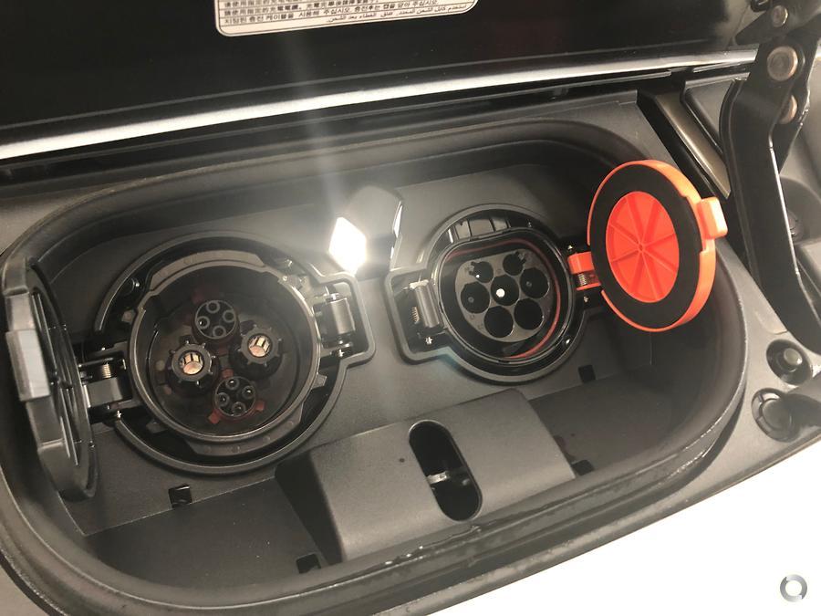 2019 Nissan LEAF  ZE1