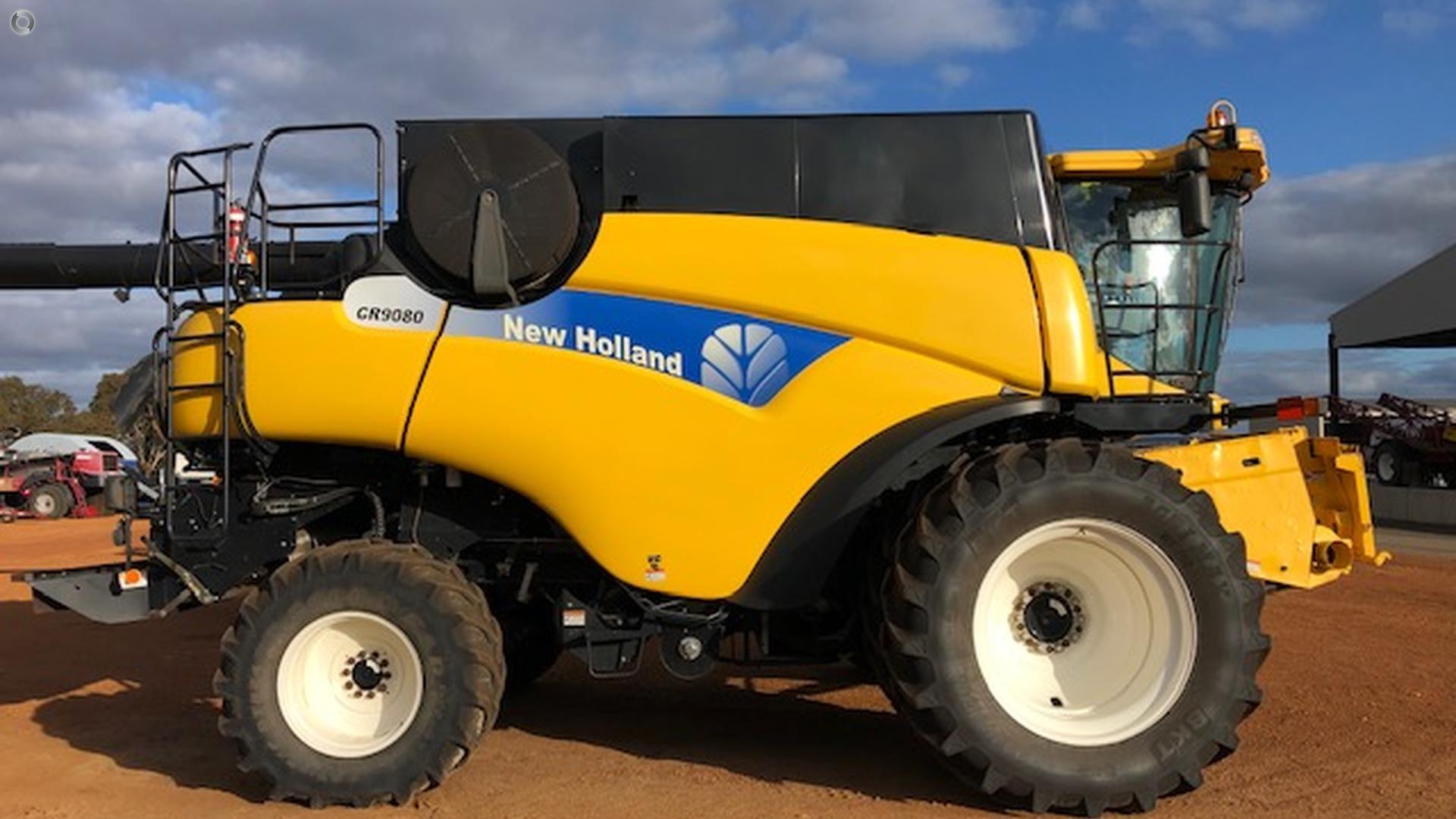 2011 New Holland CR9080 Combine Harvester