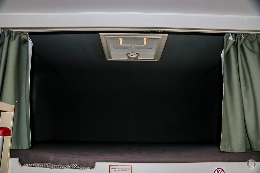 2012 Mercedes-benz 6 Berth Lake