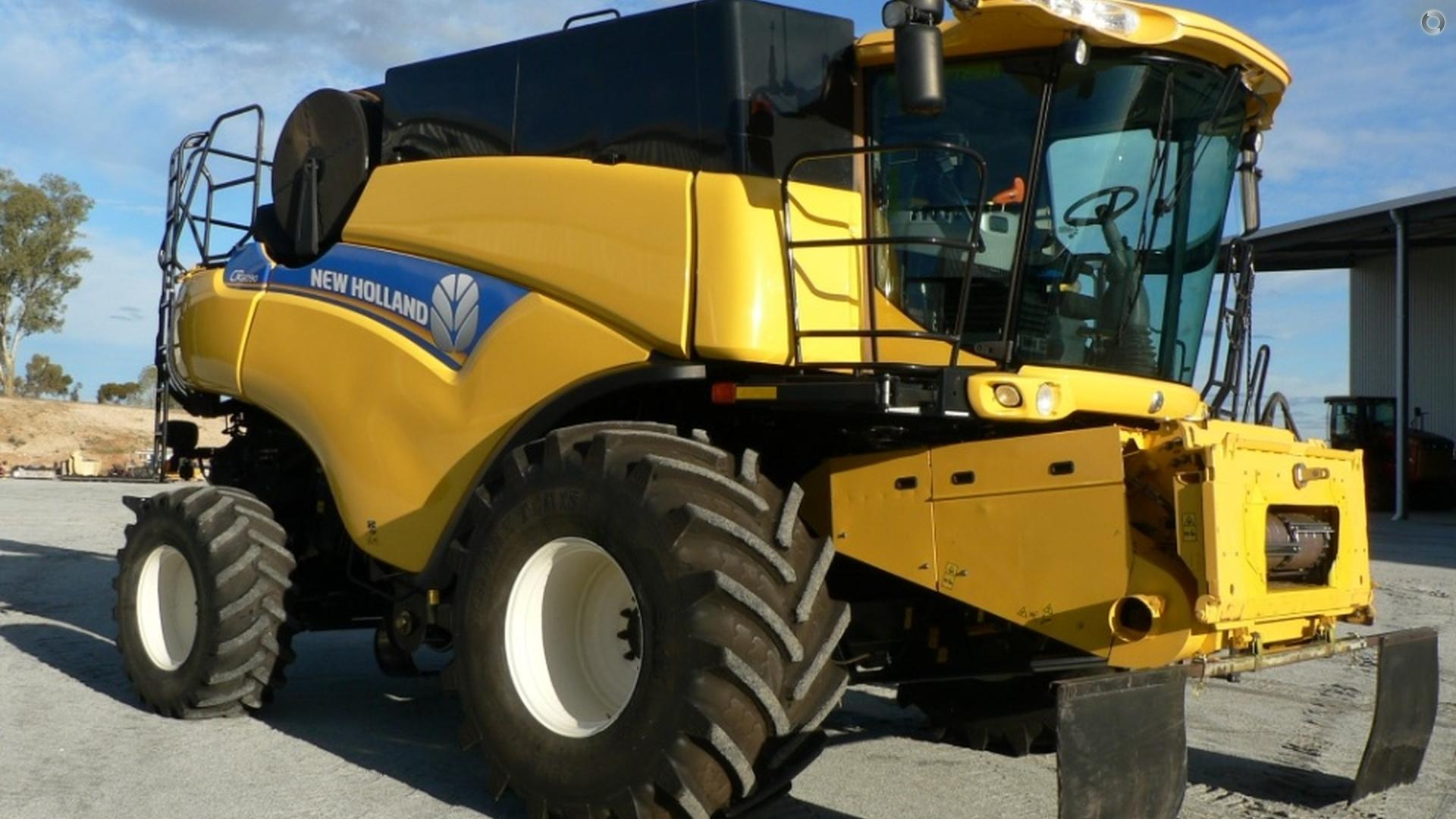 2012 New Holland CR6090 Combine Harvester