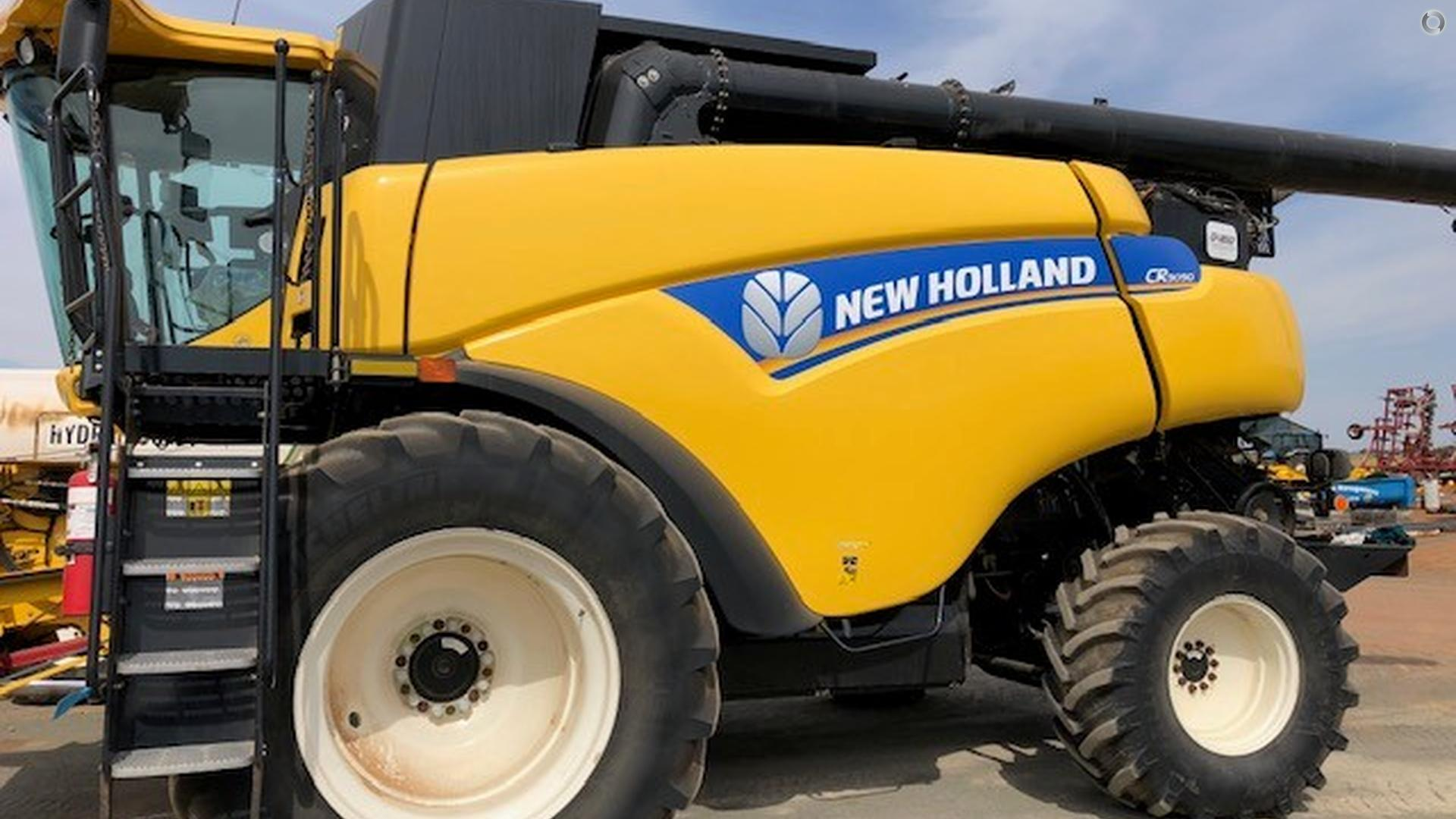 2013 New Holland CR9090 Combine Harvester