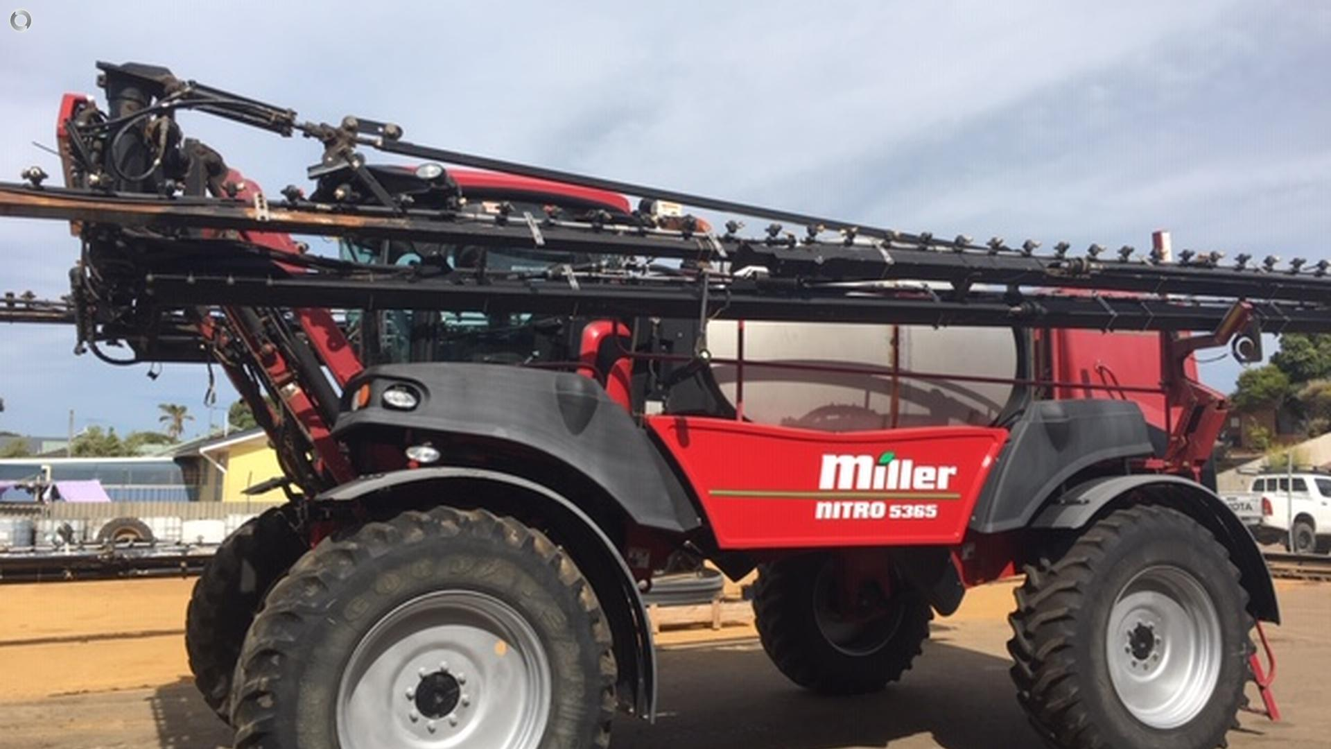 2013 Miller Nitro 5365 Sprayer