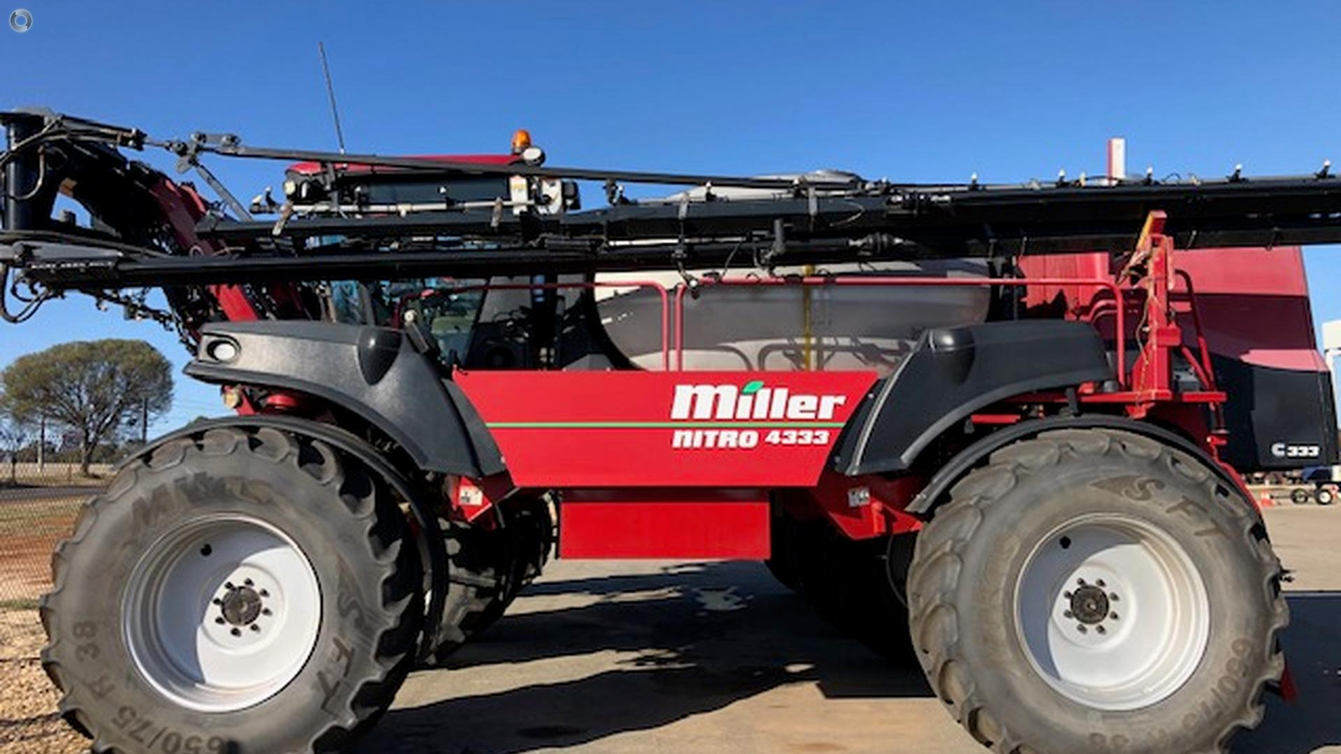 2011 Miller Nitro 4333 Sprayer