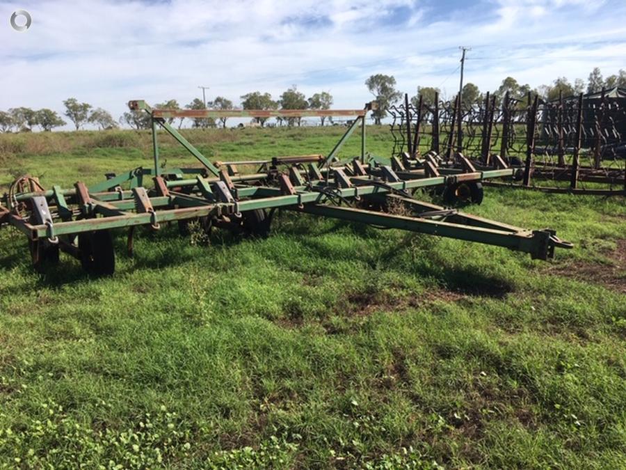 1990 John Deere 1610 Chisel Plough