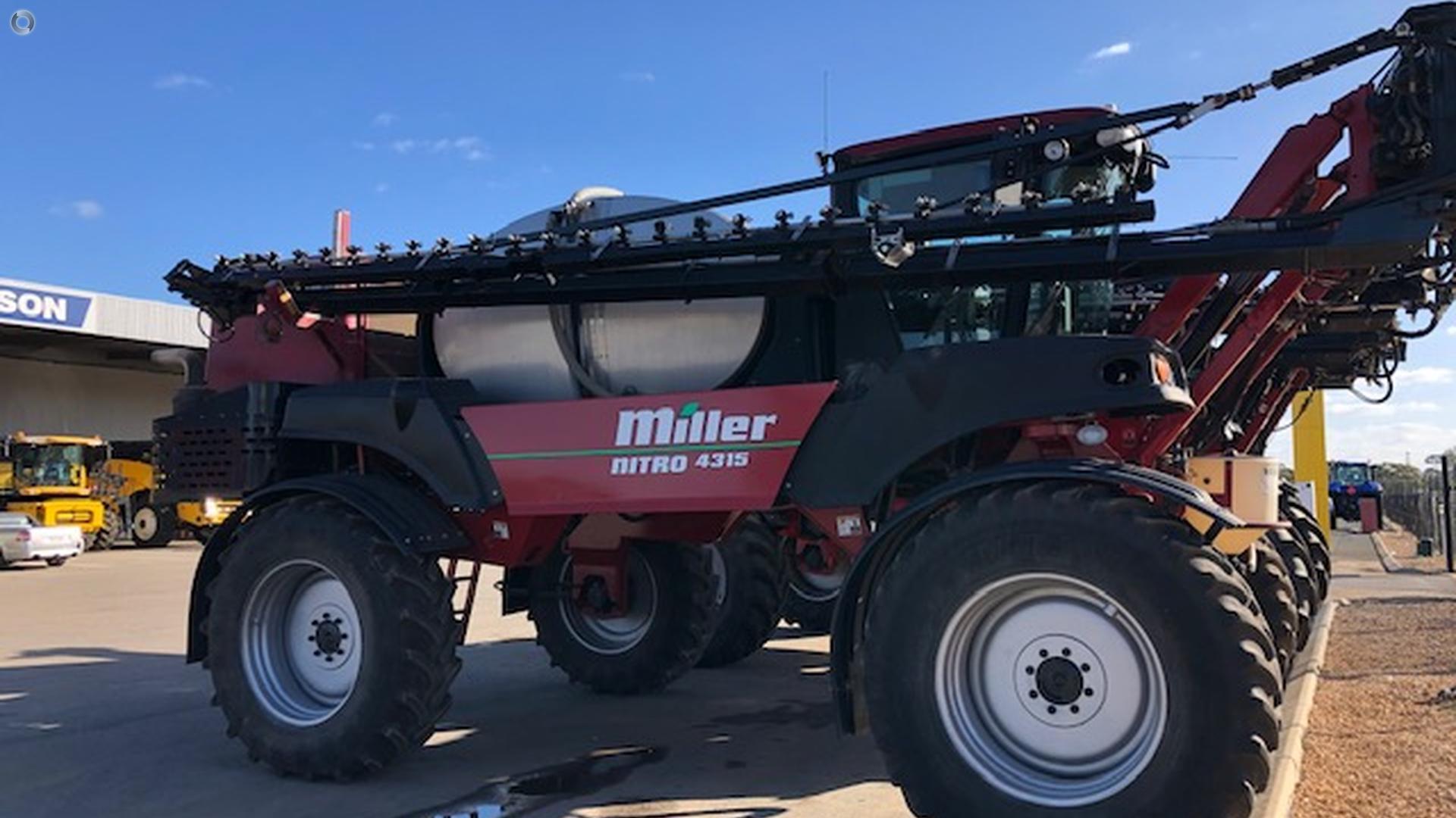 2009 Miller Nitro 4315 Sprayer