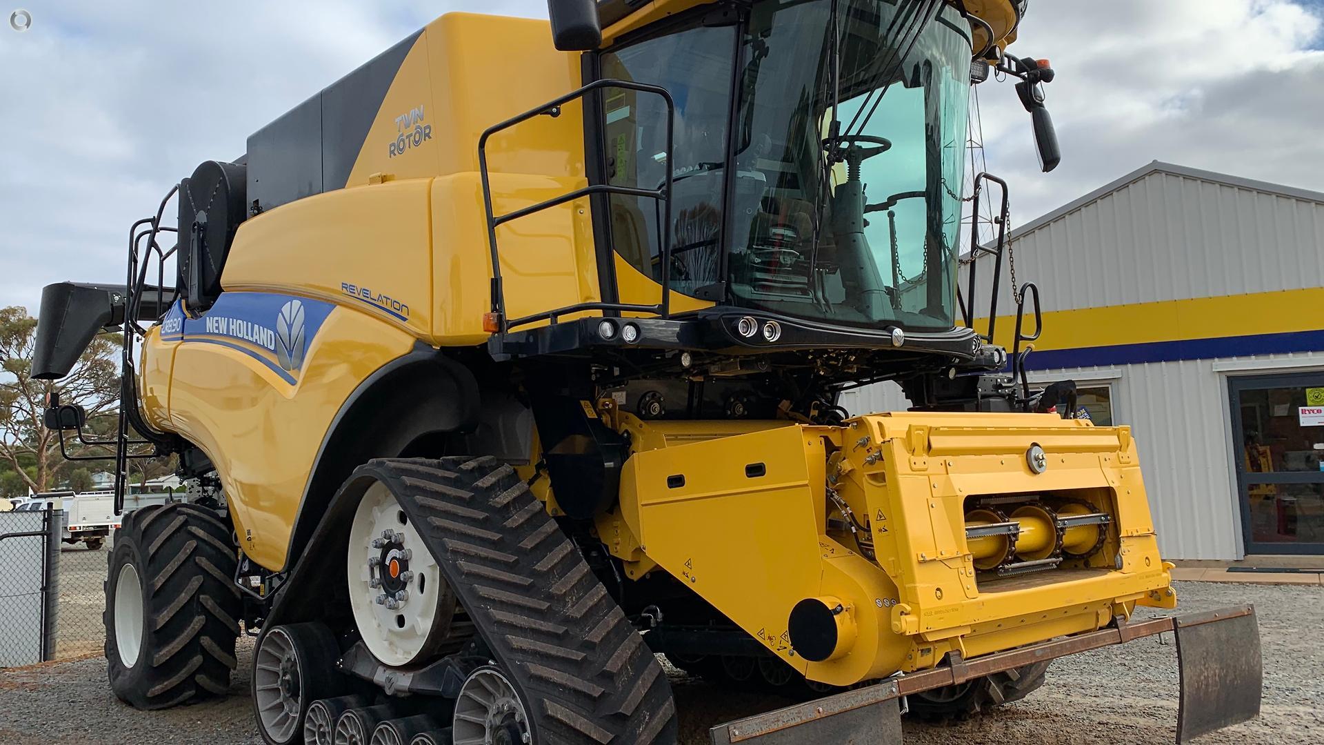 2018 New Holland CR8.90 Combine Harvester