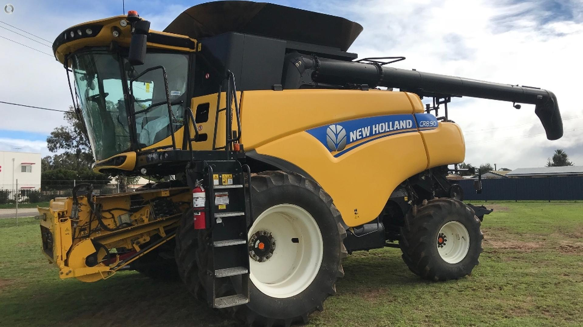 2015 New Holland CR8.90 & HoneyBee 4045 Front