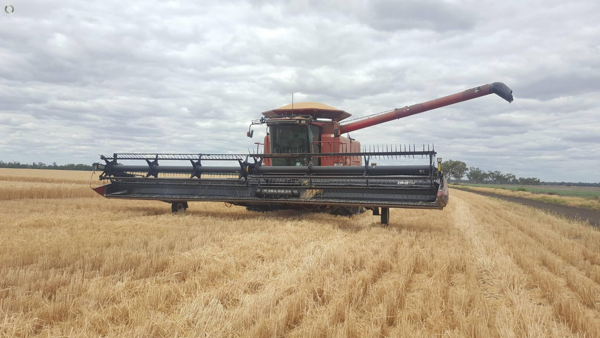 2002 CASE IH 2388 Combine Harvester