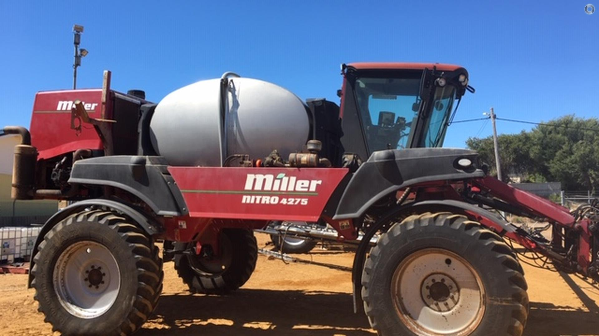 2008 Miller Nitro 4275 Sprayer
