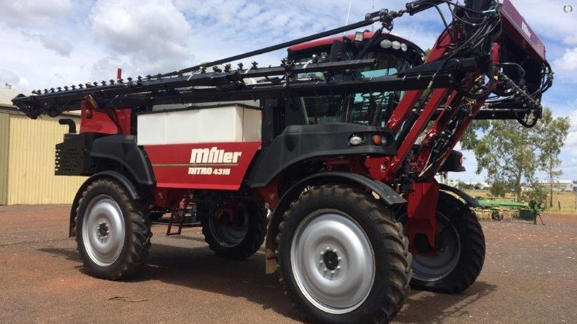 2010 Miller Nitro 4315 Sprayer