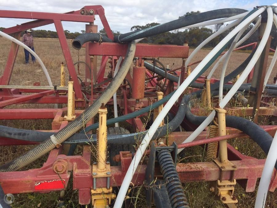2002 Bourgault 8800 Bar