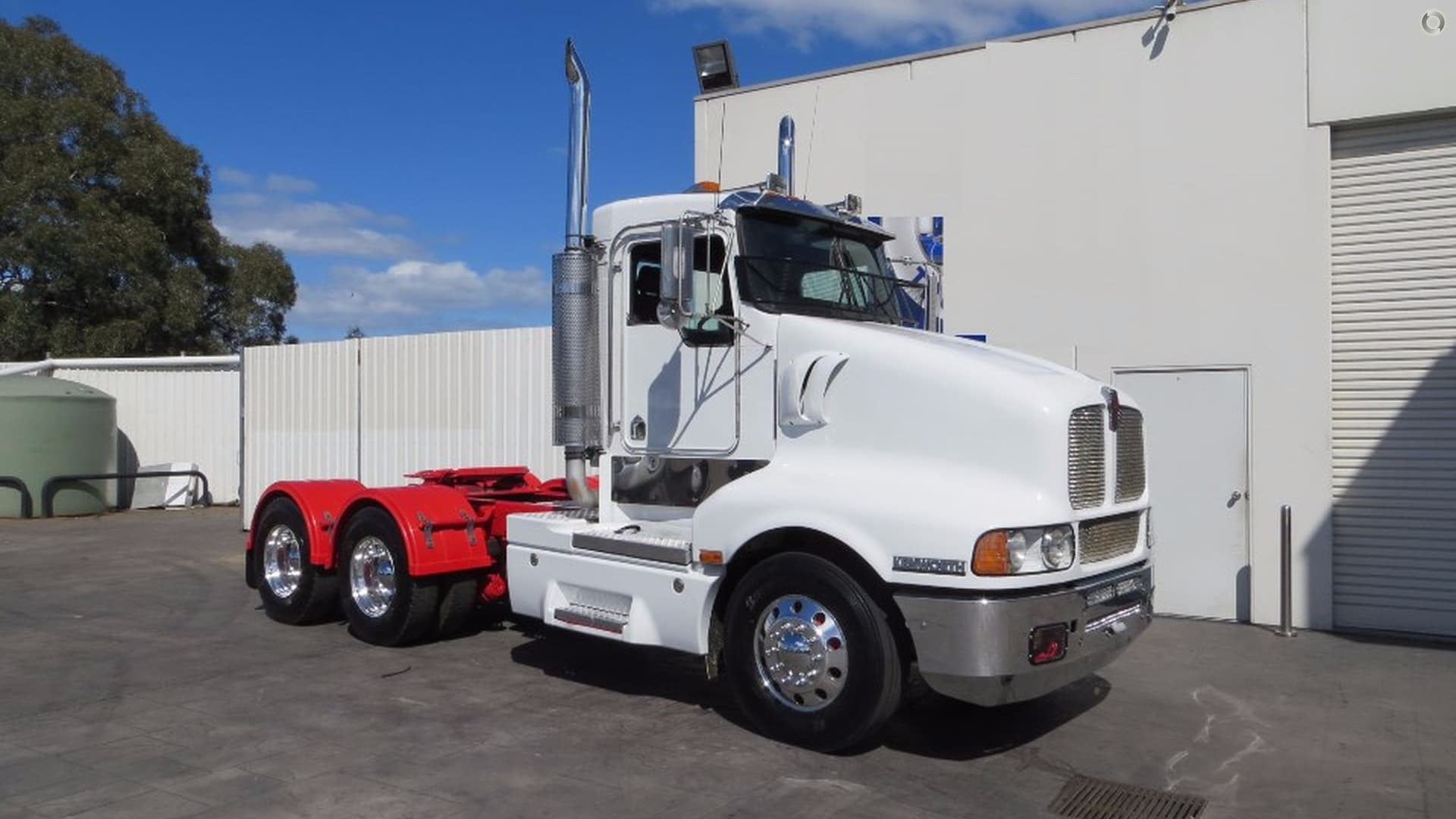 2005 Kenworth T604 DAY CAB