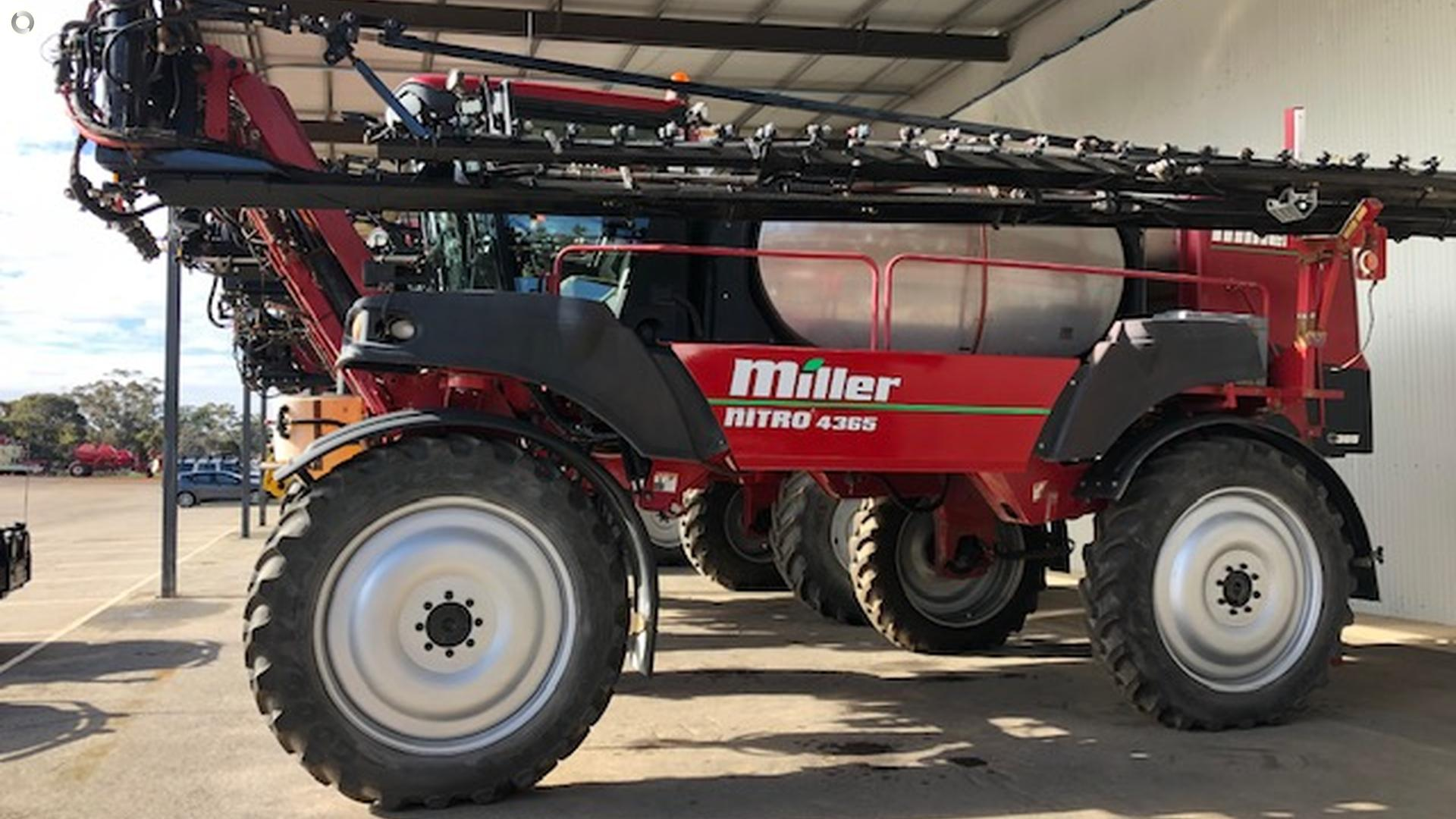 2009 Miller Nitro 4365 Sprayer