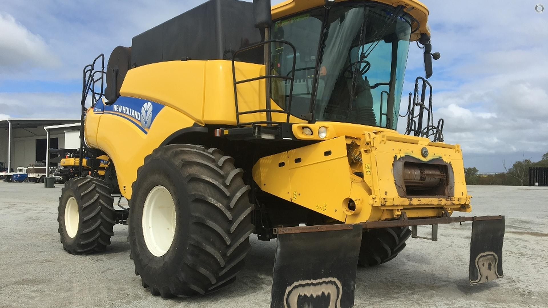 2012 New Holland CR7090 Combine Harvester