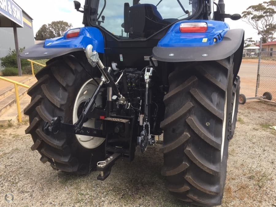 New Holland T6020