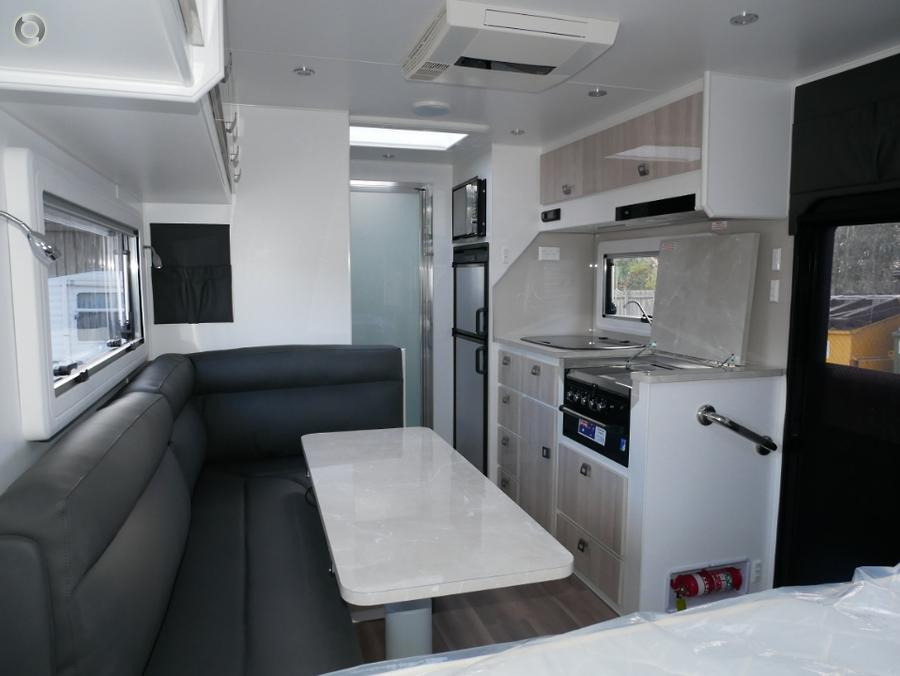 2019 JB Caravans Gator 18ft family bunk van