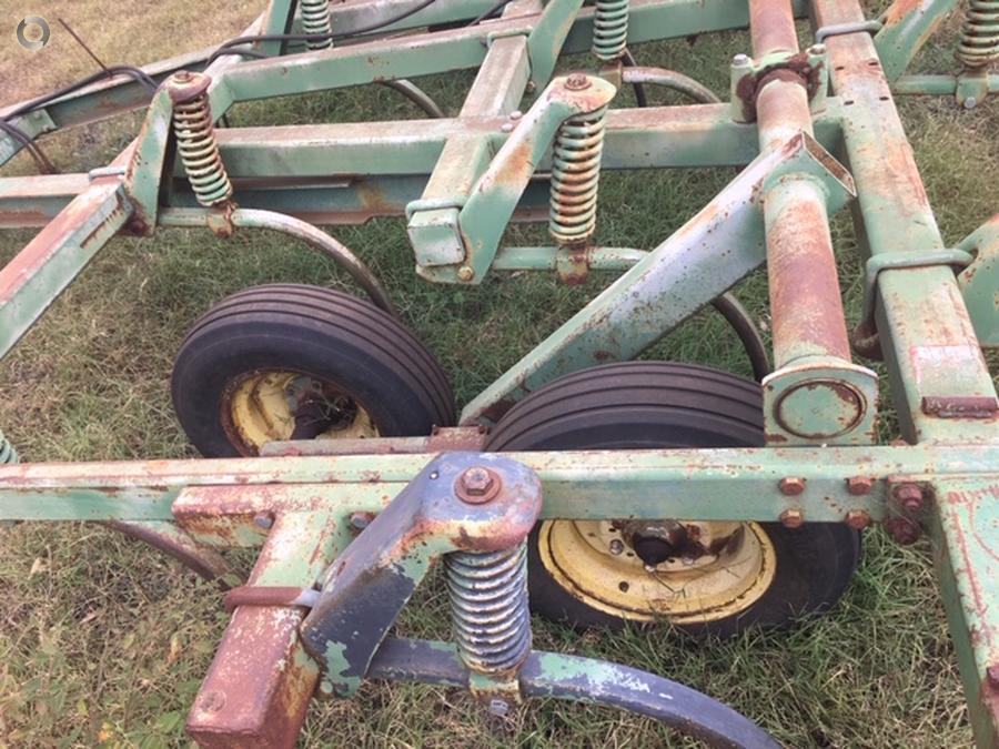 1985 John Deere 1610 Chisel Plough