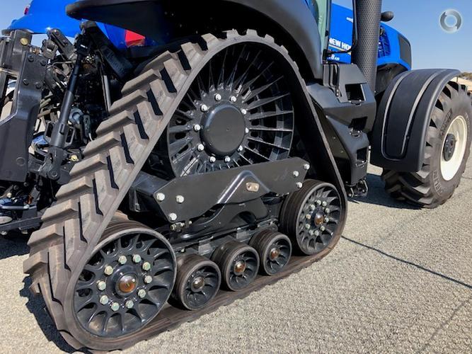 New Holland T8.435 SmartTrax Tractor