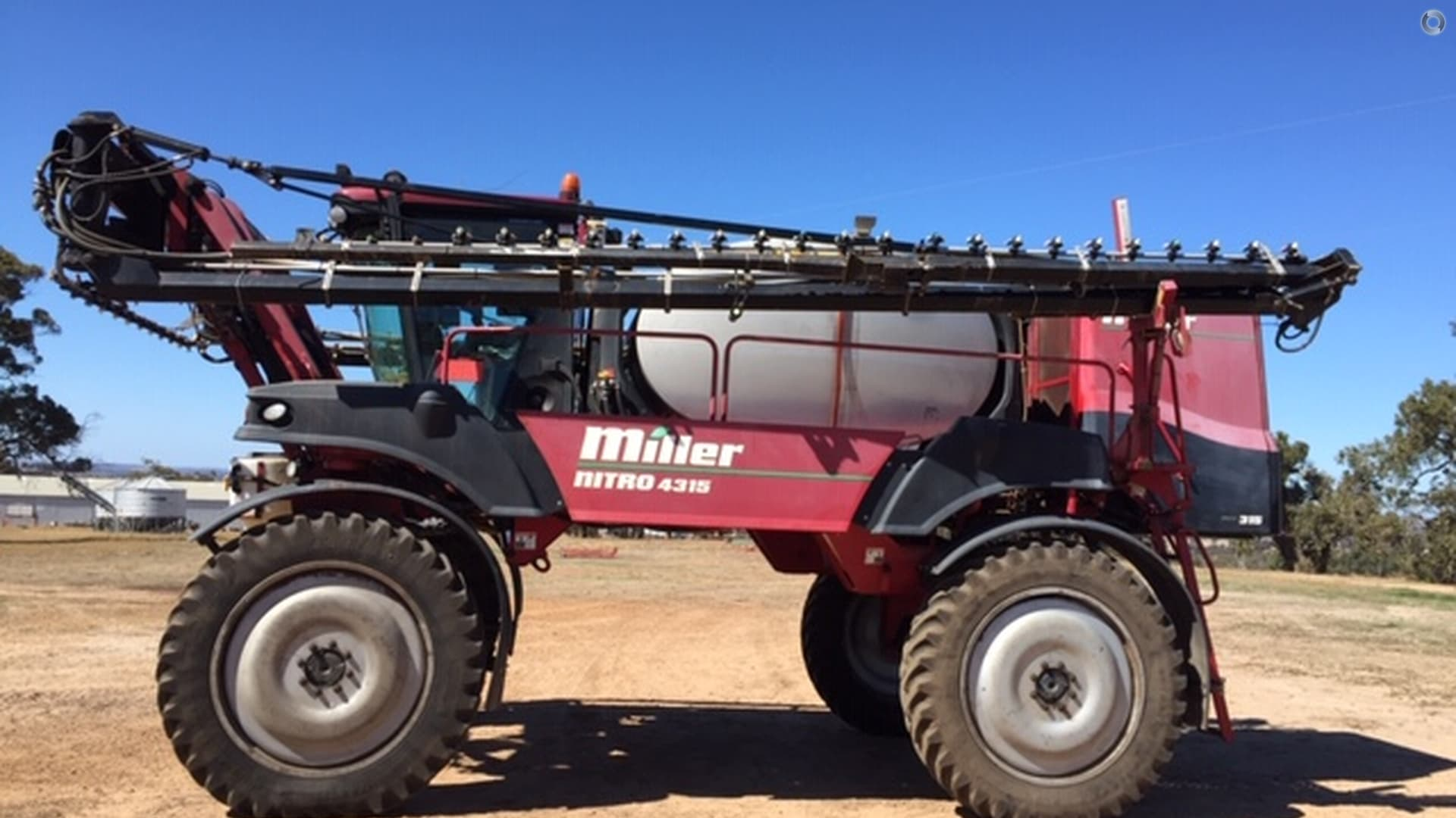 2008 Miller Nitro 4315 Sprayer
