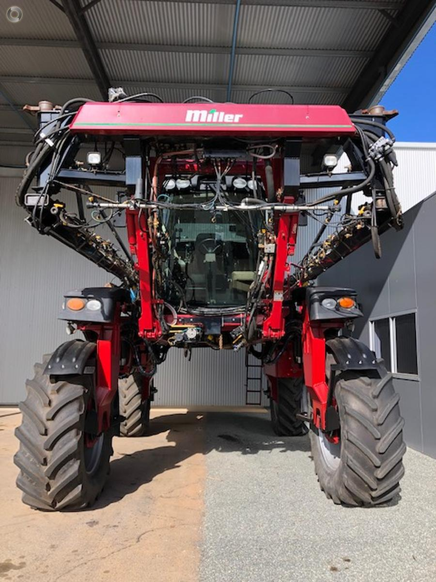 2009 Miller Nitro 4315 Sprayer