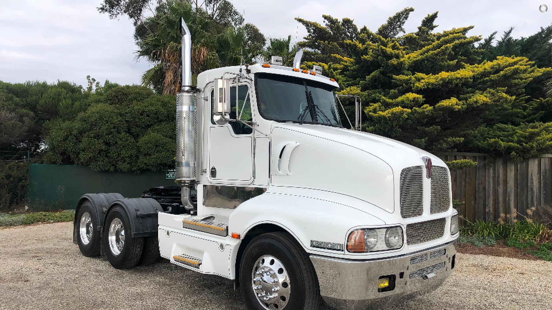 2003 Kenworth T604