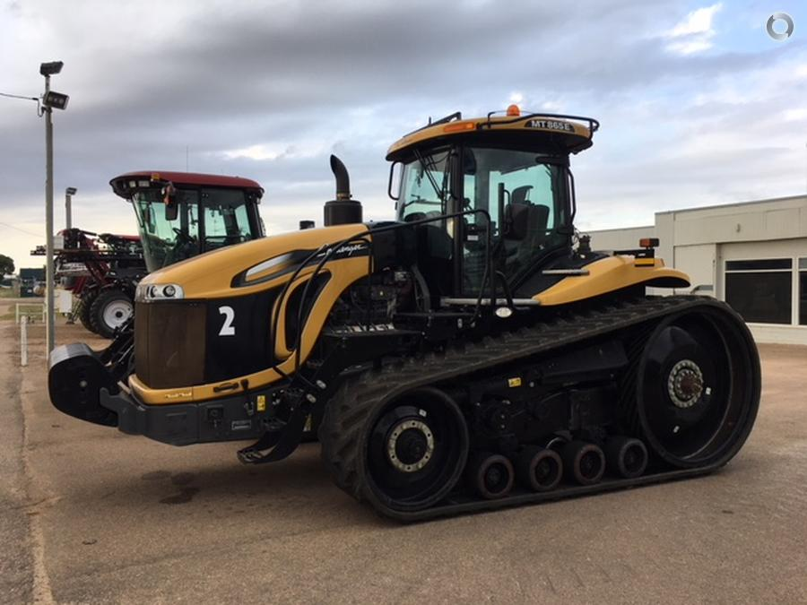 2015 Challenger MT865E Tractor