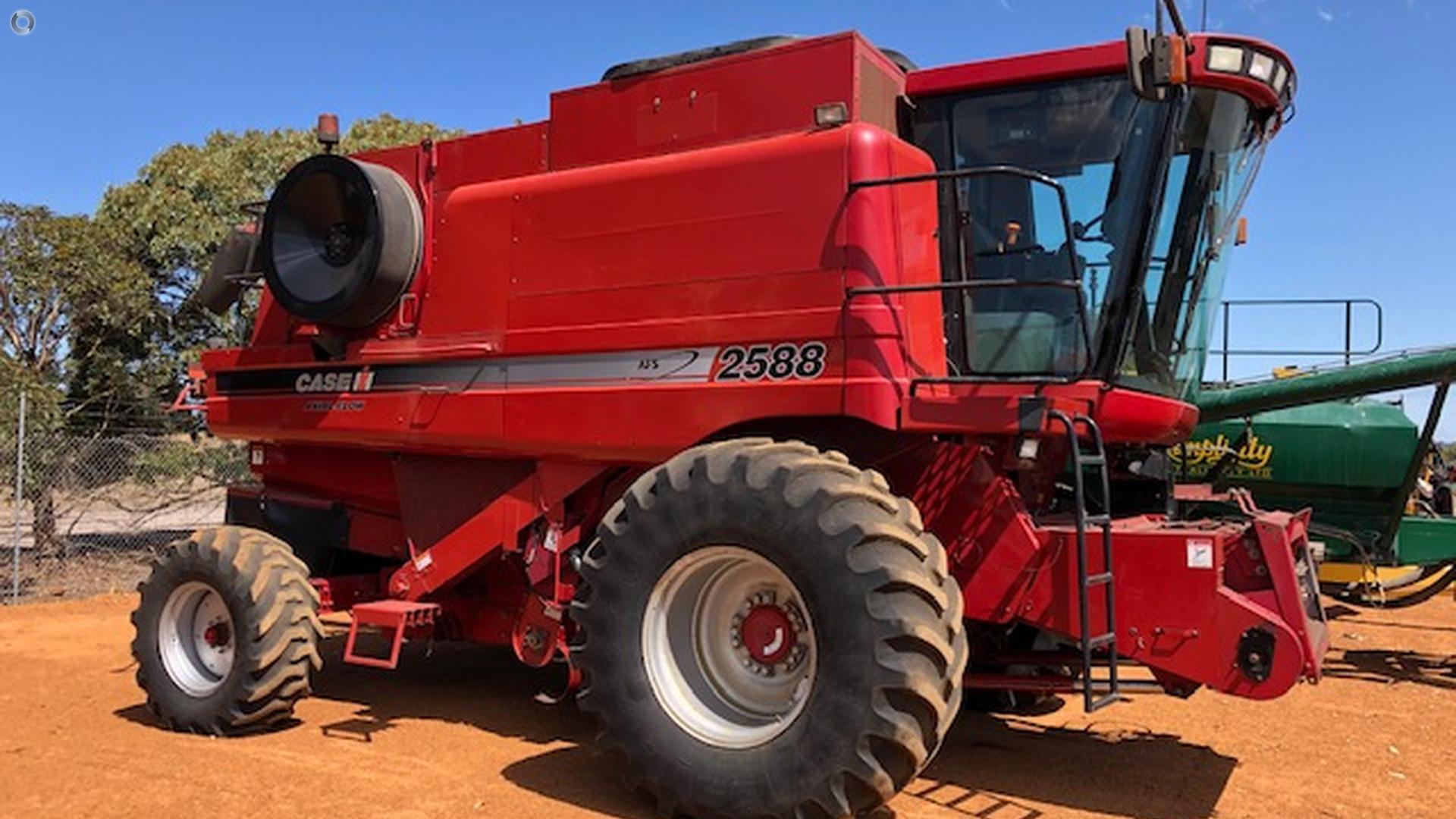 2004 CASE IH 2588 Combine Harvester