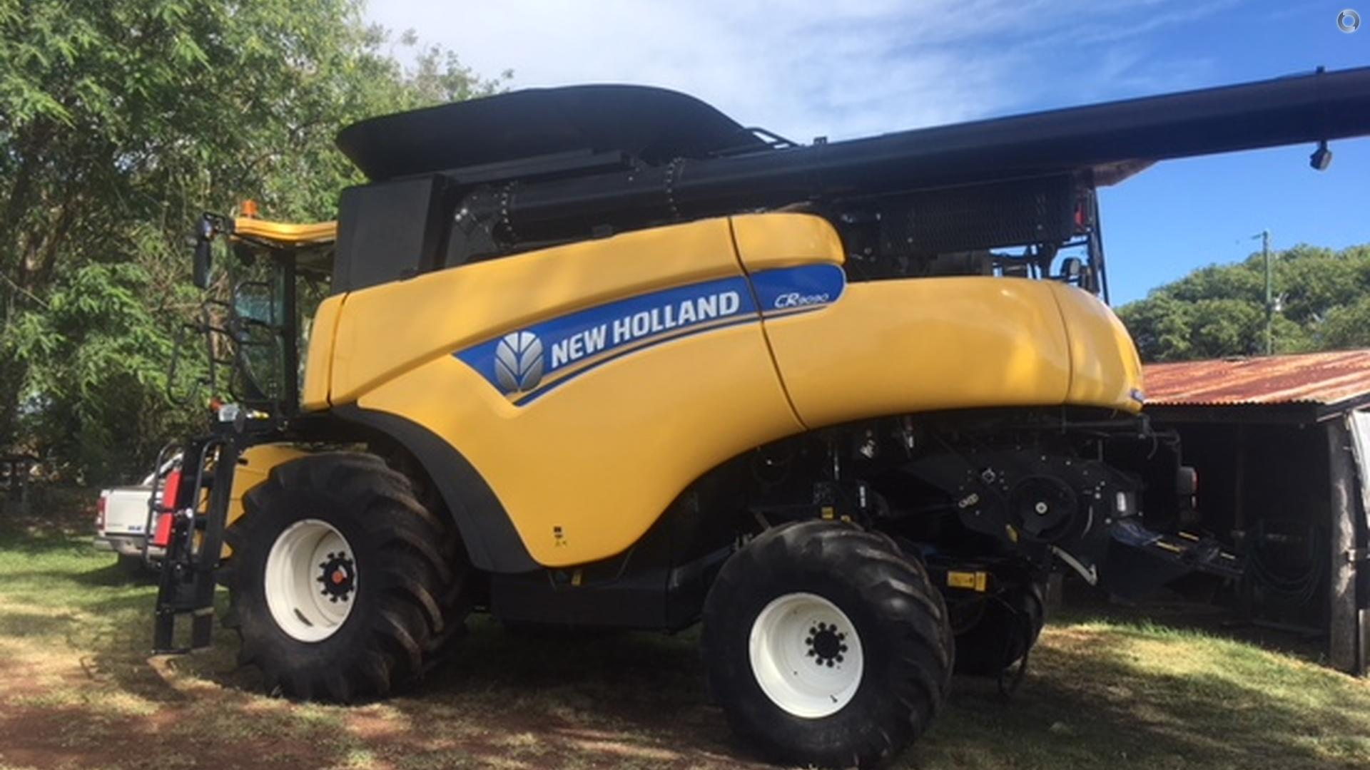 2014 New Holland CR9090 Combine Harvester