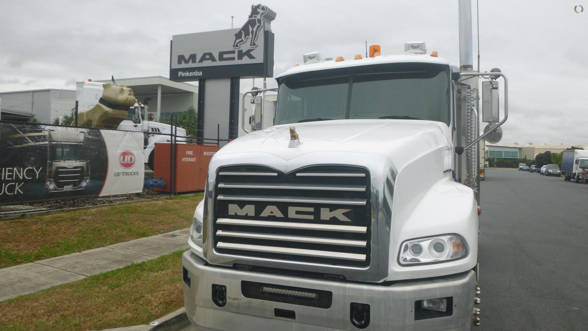 2013 Mack GRANITE