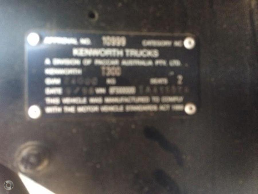 1996 Kenworth T300